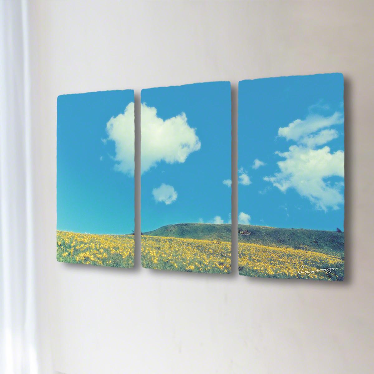 和紙 手作り アートパネル 3枚続き 「青い空と白い雲とニッコウキスゲの丘」(128x72cm) 絵画 絵 ポスター 壁掛け モダン アート 和風 オリジナル インテリア 風景画 ランキング おすすめ おしゃれ 人気 キッチン リビング ダイニング 玄関 和室
