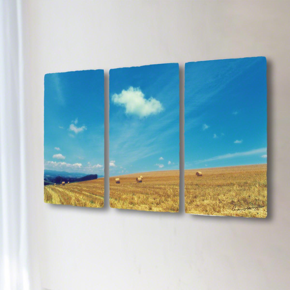 和紙 手作り アートパネル 3枚続き 「牧草ロールの丘と青空に浮かぶ雲」(128x72cm) 絵画 絵 ポスター 壁掛け モダン アート 和風 オリジナル インテリア 風景画 ランキング おすすめ おしゃれ 人気 キッチン リビング ダイニング 玄関 和室