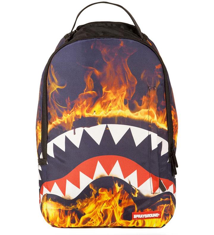 ◎【FIRE SHARK ファイヤーシャーク】 バックパック SPRAYGROUND (スプレイグラウンド)・リュックサック・デイパック・遠足・キャンプ・アウトドア・旅行・アメキャラ・アメリカ雑貨・アメ雑・アメリカン雑貨