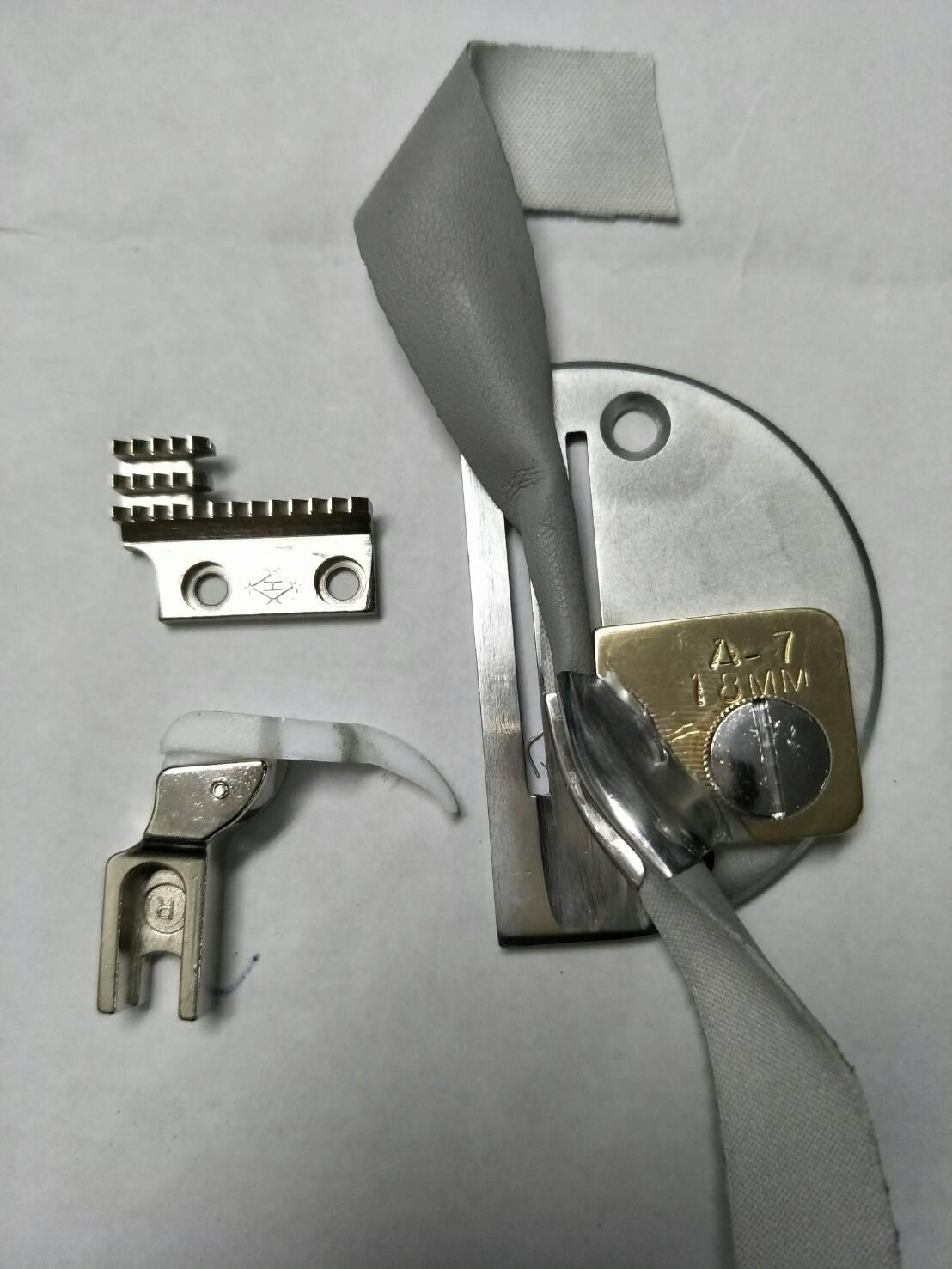 職業用 買い物 工業用1本針本縫いミシン専用 手袋パイピング縫製アタッチメント モデルNO-SSM-A7P型 3つ折り ラッパ 送り歯の4点セット 針板 感謝価格 専用テフロン押さえ金