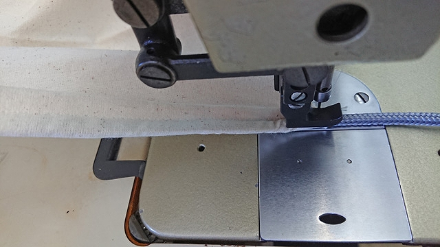 1本針本縫上下送りミシン用コードパイピング押え金と上送りのセット