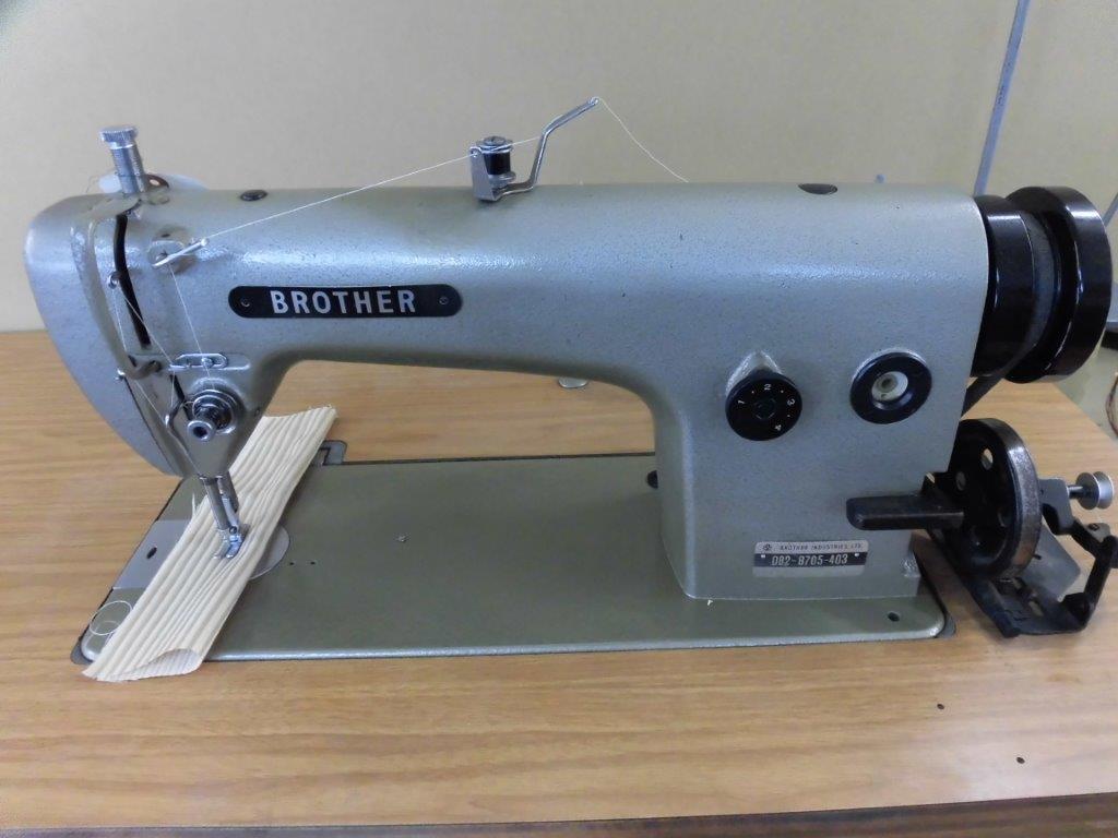 【中古】 Brother ブラザー 1本針本縫いミシン モデルNO- DB2-705型 頭部のみ。