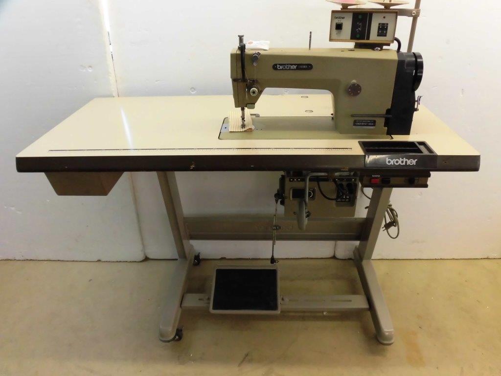 【中古】 ブラザー BROTHER ブラザーミシン 1本針自動糸切装置付きミシン。縫いはじめ、縫い終わり自動止め縫い機能付き。モデルNO-DB2-B737-903/E2型 100V仕様