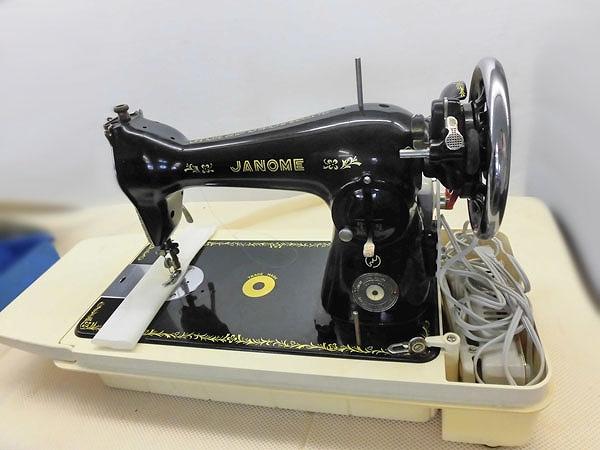 【中古】送料無料 JANOME ジャノメ 日本製 卓上 1本針直線縫い アンティークミシン 100v 弊社にて整備済み新品と同じく6か月の保障付きです。
