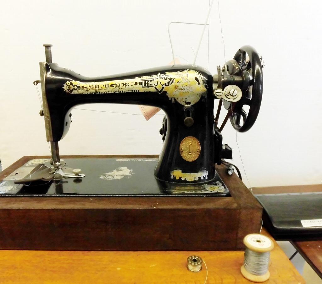 【中古】アメリカ製 シンガーミシン SINGER アンティークミシン 1921年式 手回し、モーター付きミシン 弊社にて整備済み。6カ月の保証付。