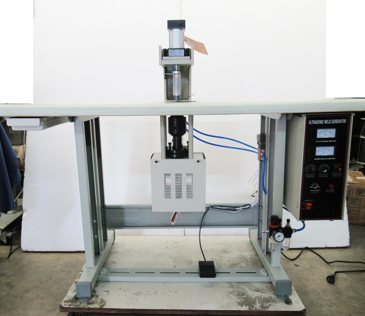 超音波裁断機 溶着機 SSM-TC-DT型 100V仕様 コンプレッサーは別見積りとなります お得なキャンペーンを実施中 最大寸法は50mm未満です 裁断及び溶着金型は お客様の仕様により 別お見積りとなります 最新号掲載アイテム