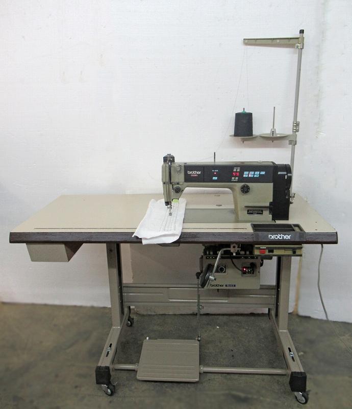 E9580553 タッチバックスイッチ付き 【中古】 工業用ミシン ブラザー 1本針本縫い自動糸切ミシン Brother モデルNO- DB2-B737-413型 100V仕様。弊社にて整備済み、6か月の保証付き。