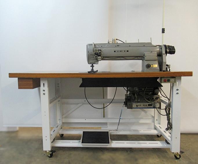 【中古】日本製 セイコー SEIKO LLW-28BLCCS-BTFL型。2本針総合送り自動糸切ミシン。針幅22mm