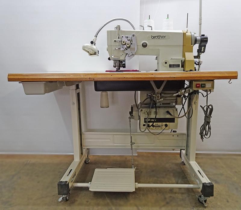 【中古】 ブラザー BROTHER LT2-B845-3 日本製 中古ブラザー二本針角縫い自動糸切ミシン、自動押さえ上げ自動先引きプーラー上げ装置付き。日本製スイセイ先引きプーラー付き。針幅6.4mm「別売りコンプレッサー必要。」100V仕様