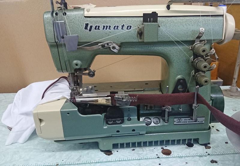 【中古】YAMATO ヤマト ヤマトミシン 扁平縫い本式ラッパ専用ミシン ヤマトDV-1253MB頭部+バインダーD12-3(30x10mm)付き テーブル・脚・モーターは別お見積りになります。バインダーは、お客様の指示寸法の物をサービスで1つおつけします。針幅4.8mm