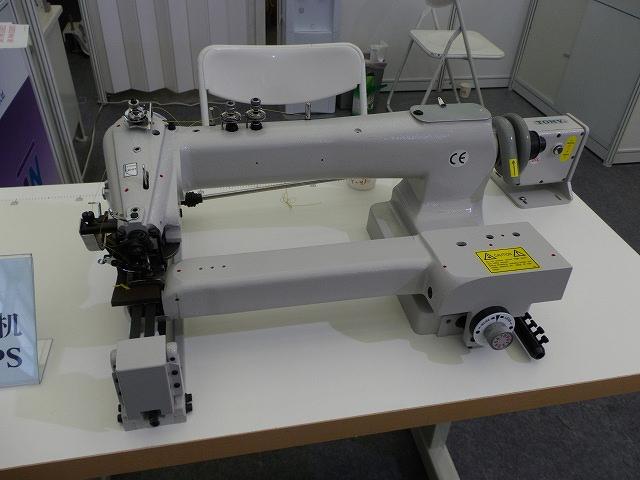 SSM-H-141-LPS型 ウエットスーツ縫製すくいミシン ロングアーム・ロングベルト装備ミシン 1本針1本糸 「縫製品の大きさにより、テーブルサイズがことなります。 脚・モーター・テーブルは別お見積りとなります。」