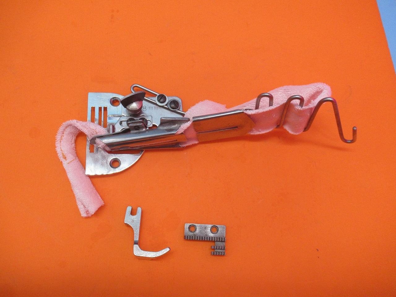 テープの厚みは0.5mm程度までお使いいただけます 針板 押さえ金 バインダー 送り歯の4点セットです 中古 日本製 ニット等 松屋製 希少 ブロード 仕上がり幅約8.5mm程度多少仕上がり幅調節できます 未使用品 テープは テープ幅32mm 国産品