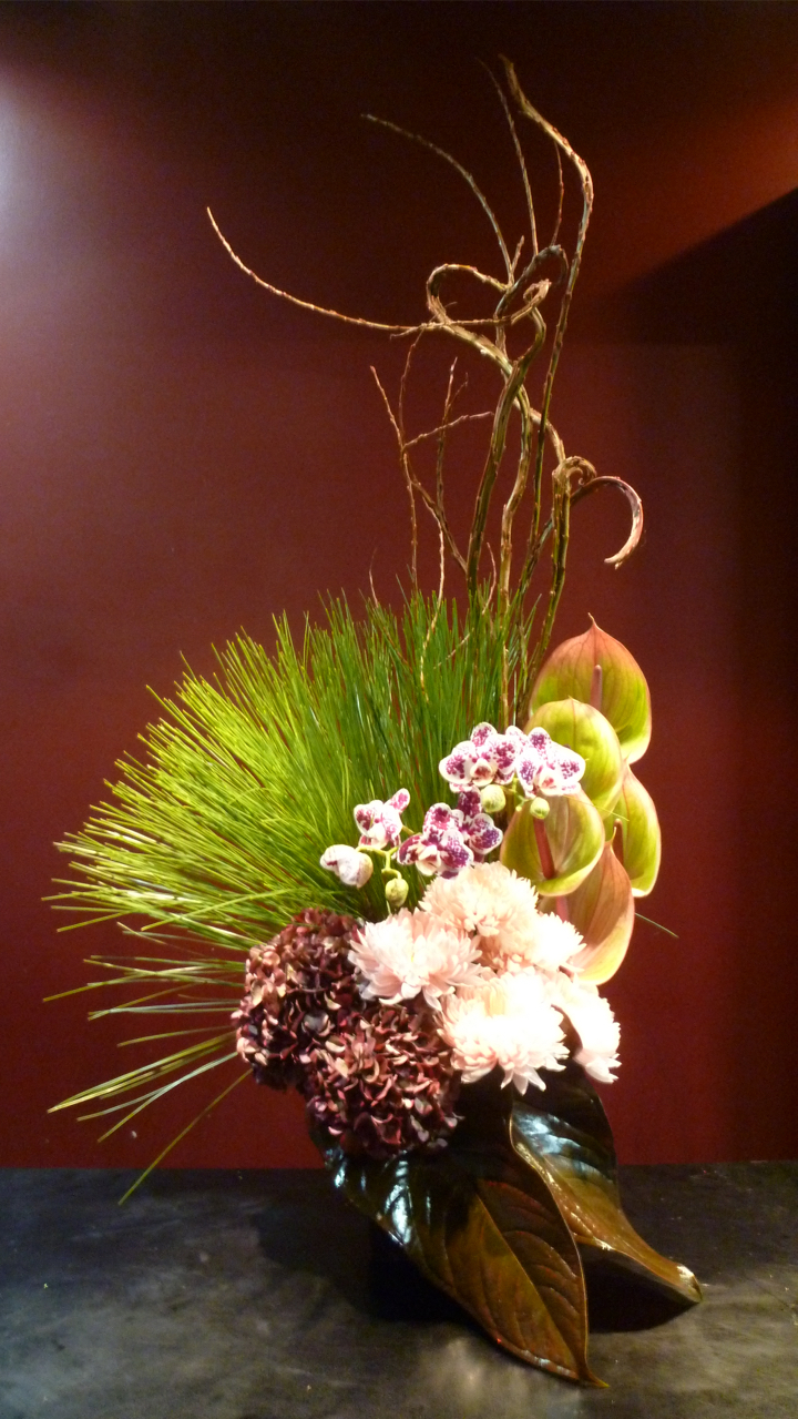 【 アレンジメント】胡蝶蘭 アンスリューム 紫陽花 菊 石化柳大王松 チャンバーレイニアナム