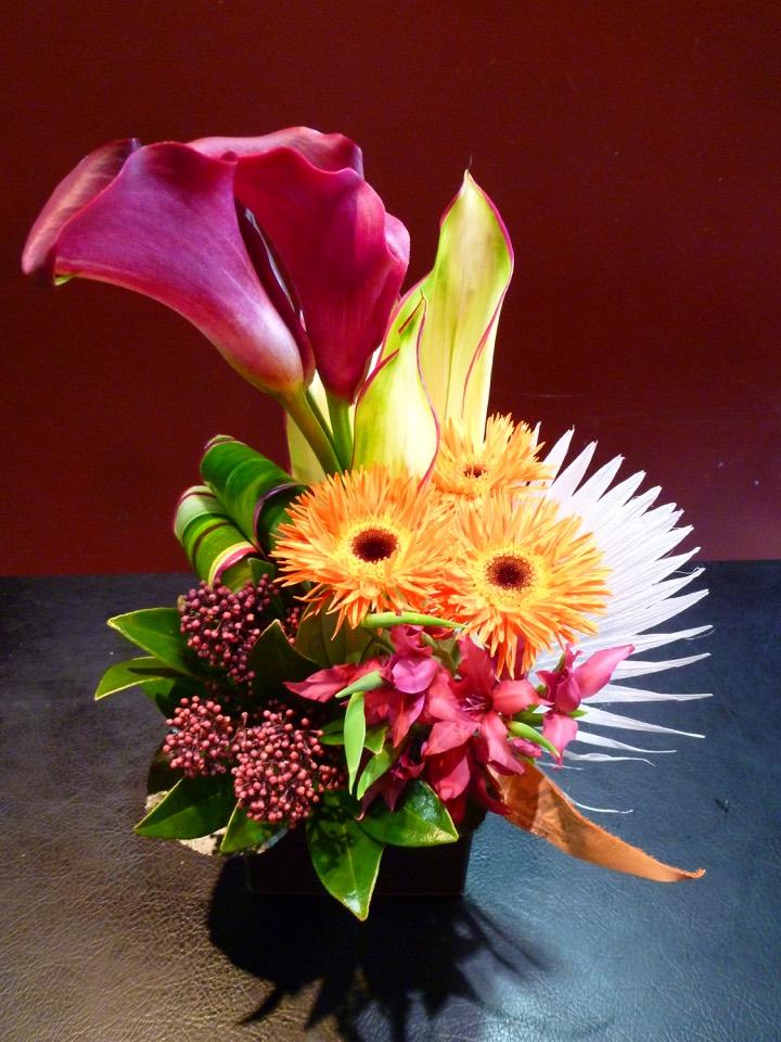 花 アレンジメント お祝い MOBBS カラー ドラセナ ビロウヤシ スキミア 全品最安値に挑戦 ガーベラ 返品不可