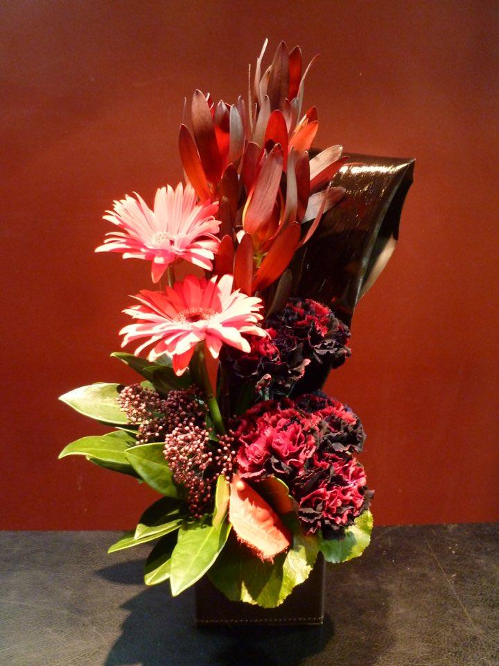 RED BLACK 母の日 還暦祝 誕生日 花 アレンジメント ※ラッピング ※ 毎日激安特売で 営業中です お祝い リュウカデンドロン ガーベラ スキミア ブラックリーフ MOBBS プレゼント カーネーション