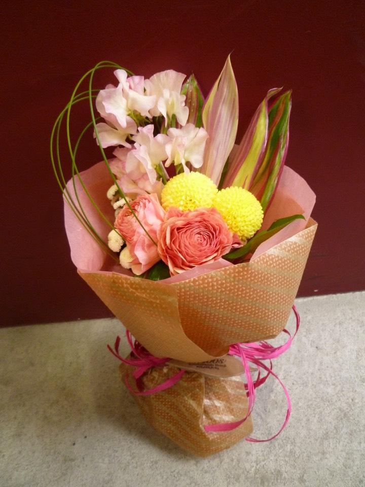 花 アレンジメント 割引も実施中 お祝い MOBBS 花束 ピンポンマム ローズ ドラセナ 新入荷 流行 バラ マトリカリア