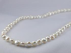 驚き特別価格!!大人気商品の姉妹品♪バロック真珠sv 淡水パールシルバーグレーorホワイトバロックネックレス(80cm)   ギフト プレゼント