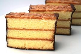 スポンジに香ばしく焼き上げたアーモンドヌガーを乗せ 蔵 チョコレートでコーティングした新潟のチョコレートケーキ プラリネケーキ 0.75斤 敬老の日 ギフト チョコレートケーキ チョコケーキ お返し 誕生日ケーキ チョコ バースデーケーキ プチギフト 手土産 喜ばれる 国内在庫 お取り寄せ ありがとう 贈り物 義理返し 新潟県 敬老の日プレゼント スイーツ お菓子