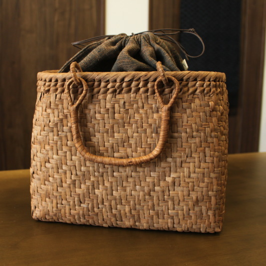山葡萄 かごバッグと手紡ぎ綿糸を草木染し手織りした布の落とし込み巾着のセット 【SHOKUの布 コースター2枚プレゼント中】 (やまぶどう、山ぶどう)SA-7645/1 籠バッグ /送料無料