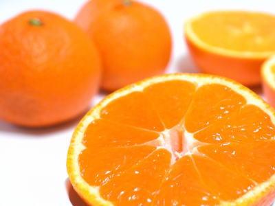 オレンジ1ケース15Kg前後、72~88個前後