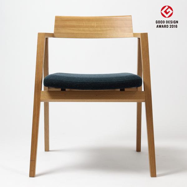 ドリットチェア オークOAK(無垢材ウレタン仕上げ)座面:ファブリック/本革サイズ:W57×D53×H74・SH43.5・AH64.7cm重量:約5.2kg※木種、張地ランクによって金額が異なります。