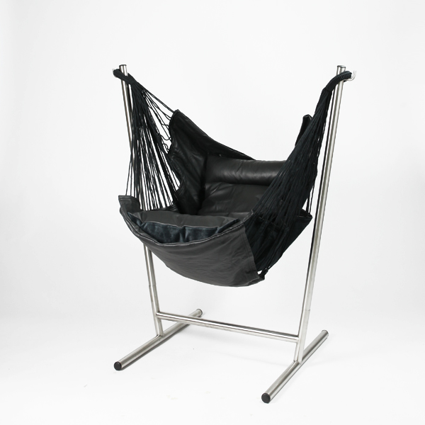 Komforta (コンフォルタ) Free Standing Hammock Size: W128 X D97 X H138cm Weight:  Approximately 14.5 Kg Of Hammocks: A Cowhide Base: Stainless Steel