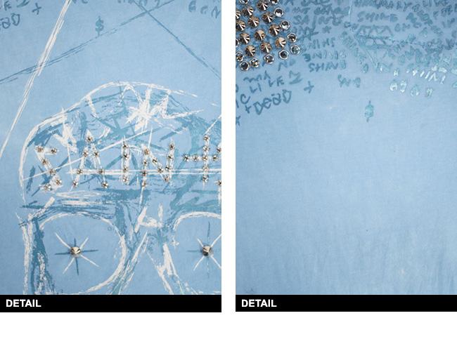 新作【THE SAINTS SINPHONY/セインツシンフォニー】STYLE2705・Tシャツ(半袖・CREWネック・ブルー・BLUE)メンズレアカラーのブルーにスケッチ調のスカルプリントが◎ スタッズ使いがセインツらしいカッコイイ1枚です!【インポート】【セレカジ】【正規品】