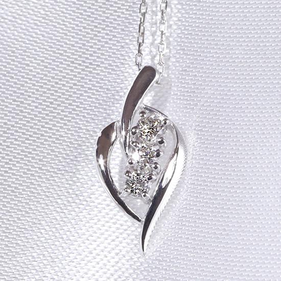 あす楽対応 スリーストーン 3石 ダイヤモンド ファッション ジュエリー アクセサリー レディース 4月誕生石 ペンダント ネックレス K18WG 「4P0050」【送料無料】 *
