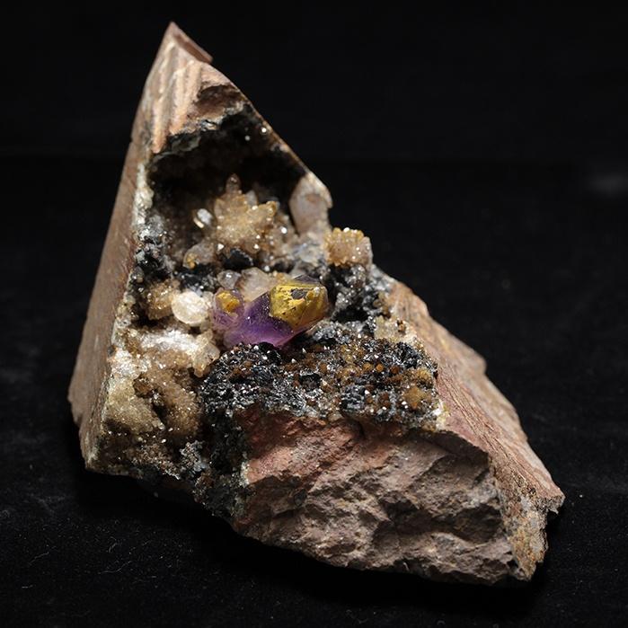 『母岩にバーナクル水晶付ブランドバーグ産アメジスト202g』【送料無料】