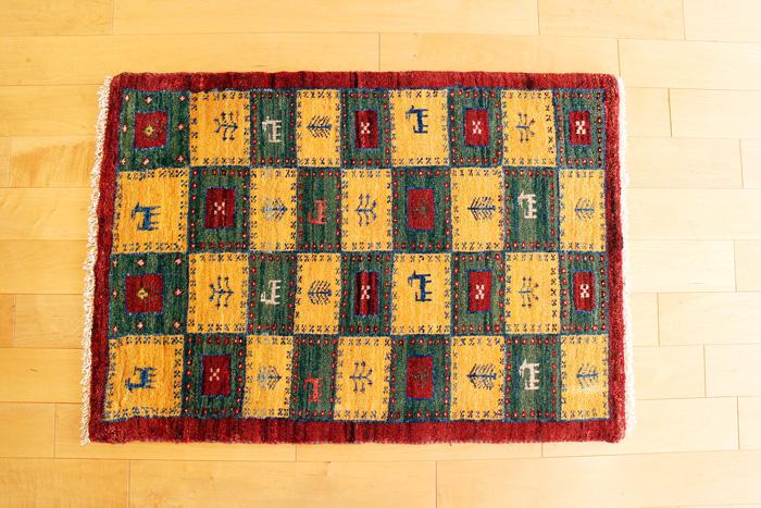 ギャッベ(ギャベ)イラン製 座布団 カーペット 絨毯 ペルシャ絨毯 キリム ラグ アート新装版 玄関 リビング Gabbeh 柄 ハンドルルーム 手織り 生機織 ウール 羊毛 一点物 遊牧民族 伝統工芸 洗える uk35365