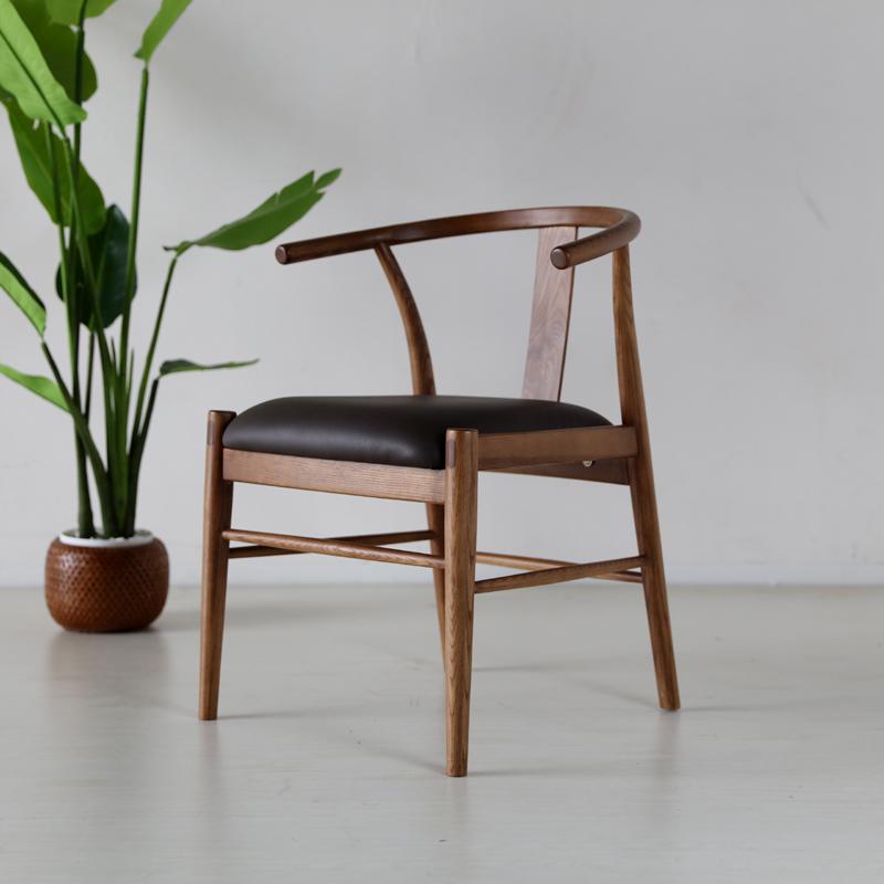 商品名| ATA ダイニングチェア Yチェアスタイル材 料| アッシュ無垢材/合皮サイズ| 幅55×奥行52.5×高さ71/座面高45cm完成品 北欧テイスト モダン 食卓椅子おしゃれ ダイニング 椅子 レザー 食卓イス