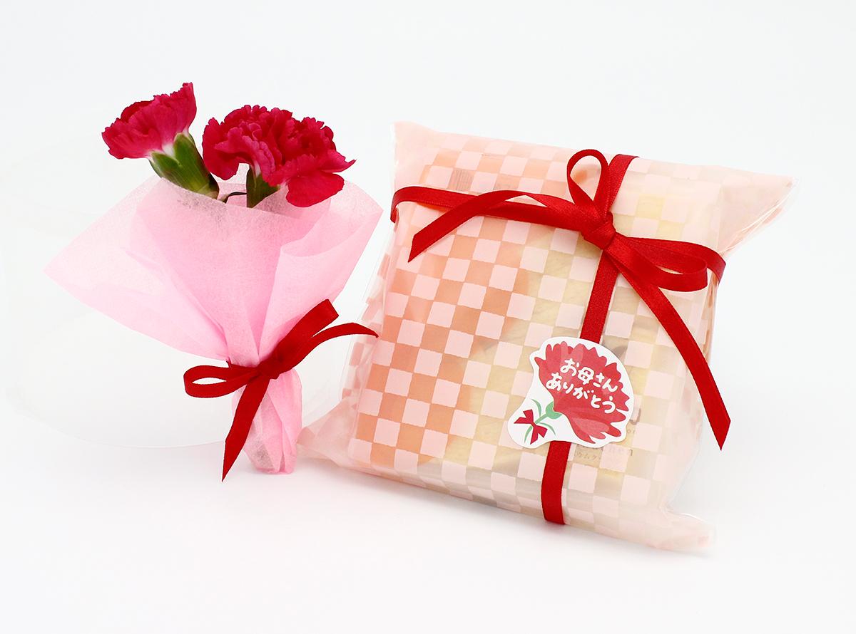 母の日ギフト 生花 スイーツ生花プチカーネーション花束と米粉バウムクーヘンカット(幸せの8カット)セット。【105】