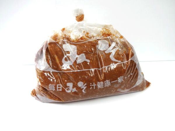 【送料無料】うれしい!贈り物ギフトセットA「こだわり味噌」杉樽でじっくり1年熟成発酵した越後みそ、菌が生きているみそ。4種類、1キログラム
