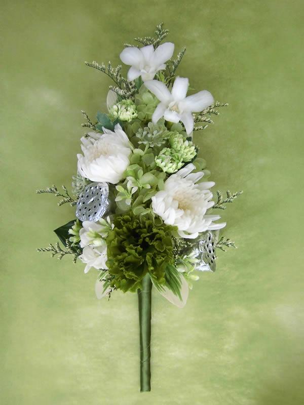 お仏壇や神棚のお供えに お悔やみの贈り物に 商い 仏花 完全送料無料 香彩 白い輪菊と緑色のトルコキキョウ楚々とした仏花 お仏壇 ギフト PW 咲き続ける生花 お供え プリザーブドフラワー