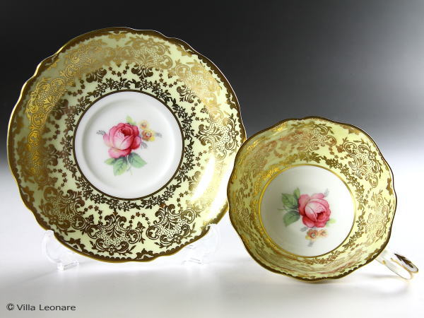 【パラゴン】ペールイエロー&金彩 ピンク薔薇 カップ&ソーサー
