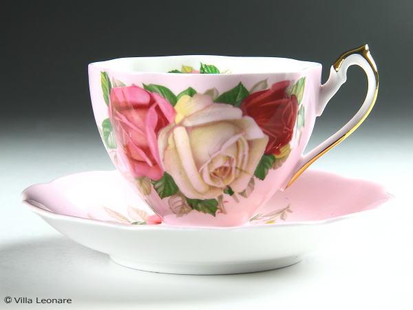 【クイーン アン】ベビーピンク&3色の薔薇 カップ&ソーサー