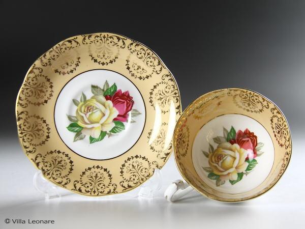【クイーン アン】ピーチカラー&2色の薔薇 カップ&ソーサー