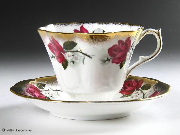 【クイーン アン】ピンクローズ薔薇&ゴールド カップ&ソーサー