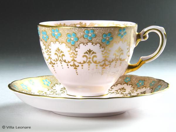 【タスカン】ゴールド&ピンク ターコイズカラーのエナメル花模様 カップ&ソーサー