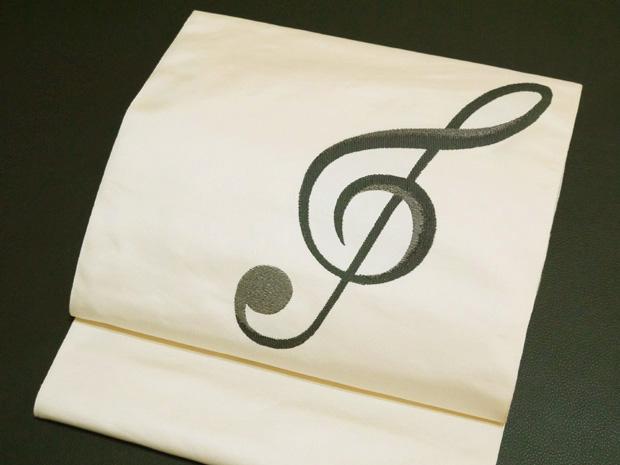 <音楽会やコンサートに最適>西陣織 大光謹製 おしゃれ袋帯 ト音記号 白地 正絹【お仕立代無料&送料無料&代引料無料】西陣帯 女性用 音符 五線譜 和装 和服 呉服 着物 きもの 日本製