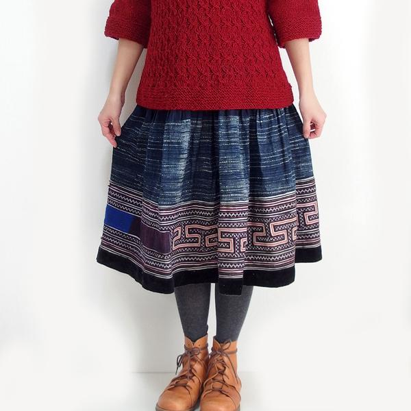 モン族スカート ミディアム丈 モン族刺繍 クロスステッチ 藍染め ろうけつ染め ミャオ族