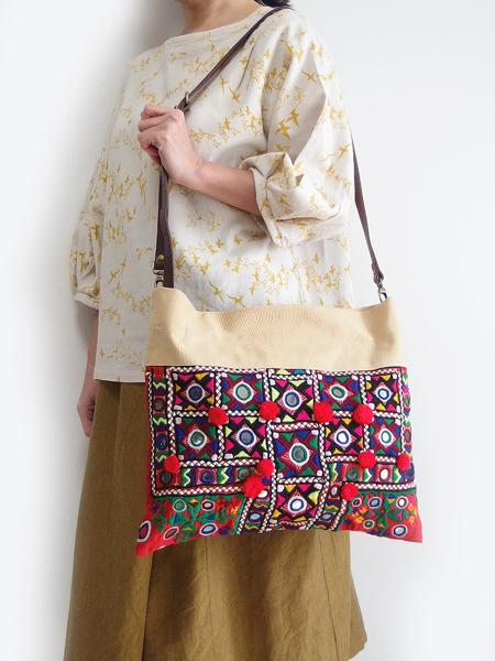 ミラーワーク刺繍ショルダーバッグ インドの刺繍布 肩掛けバッグ