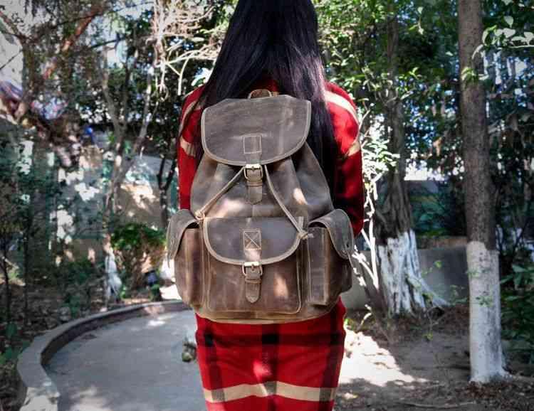 リュックサック レザー メンズ 軽量 大容量 カジュアル 旅行 リュック 本革 通学 通勤 キャンパス 黒 バック カバン 鞄 かばんbag bag-101