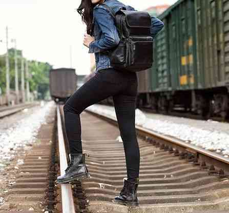 リュックサック リュック レザー 本革 メンズ 軽量 大容量 旅行 カジュアル 通学 通勤 キャンパス 黒 バック カバン 鞄 かばんbag bag-1180