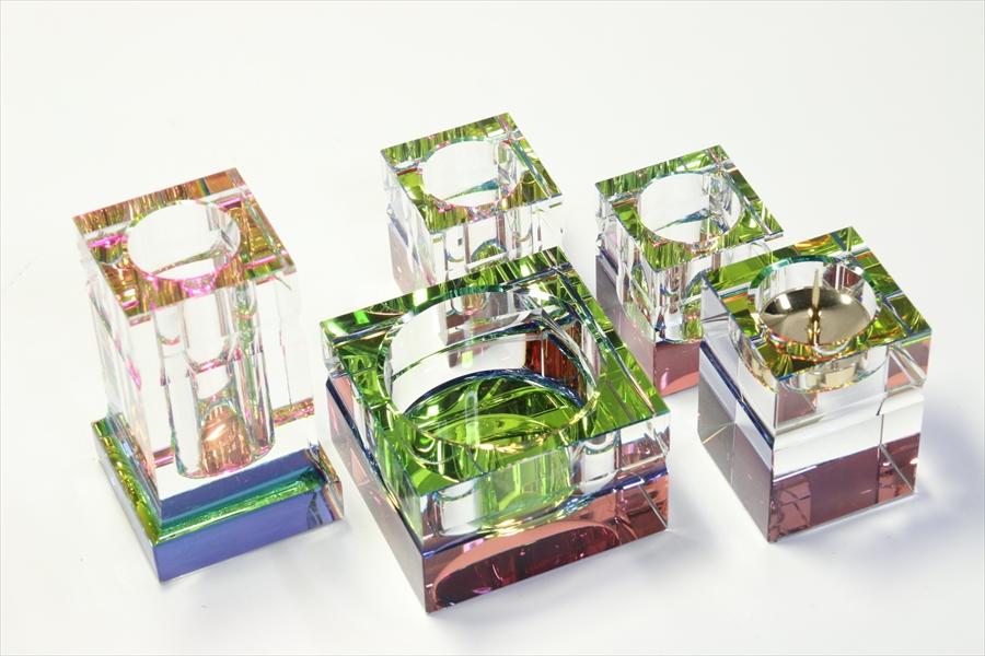仏具■ レインボー クリスタル5点セット 茶器 仏器 花立香炉 灯立 オーロラ高級 NEWスタイル■ 専用ケース付き
