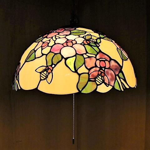 花とミツバチ ステンドグラス 3灯式 ペンダントランプ 天井照明 EP-603 インテリア ペンダントランプ ステンドグラス お洒落 おしゃれ 可愛い かわいい 吊り柄 ガラス 薔薇 御祝 プレゼント ギフト 新築祝い 引越祝い