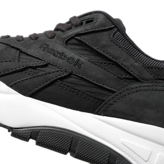 锐步锐步呼吸机最高 EC V68693 呼吸机运动鞋 (男性和女性)