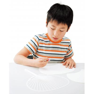 おえかきうちわキット100人用 同梱のクレヨンでシールに絵を書き、うちわに貼って手作りうちわの完成です