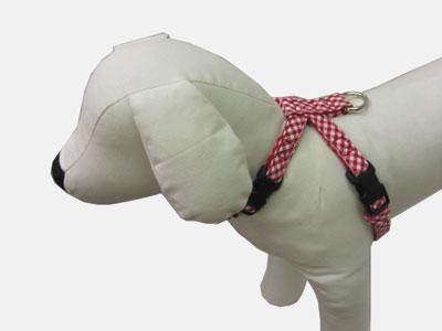 小型犬用レッド ピンク 売れ筋 イエロー 新商品!新型 ブルー グリーンから選べます 首輪処 犬用 チロリアンシリーズ 定番のチェック柄の生地を使用しているのでお散歩中も目をひく おしゃれかわいい チェックSSサイズ ハーネス 犬 ハーネスチェック