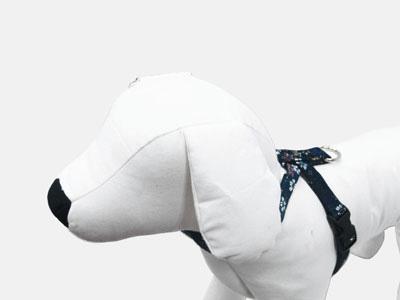 小型犬用和柄生地で作った商品です 赤 店 紺から選べます 犬 SSサイズ 和風シリーズ 南天梅 ハーネス おトク